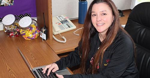 Headshot of Laura Peter